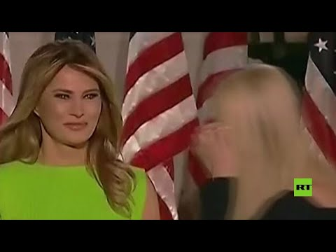 شاهد رد فعل غريب من ميلانيا ترامب بعد ترحيب إيفانكا